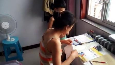 160708李昀朔和妈妈暑夏辅导作业景VID_20160708_163203