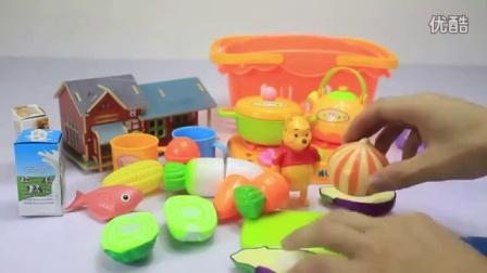 小熊维尼在家里煮饭 迪士尼 玩具 水果切切乐