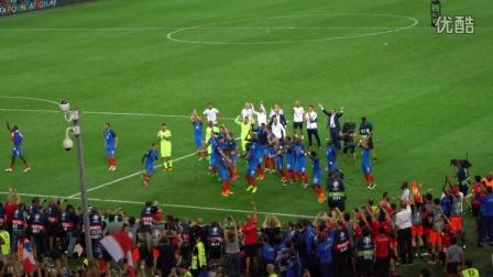 2016欧洲杯 法国VS德国 赛后法国队带领球迷玩起了冰岛队的维京吼阵