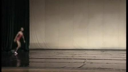 北舞附中 中国舞蹈武功示例课1年级女班教材_23 趋步侧手翻_高清