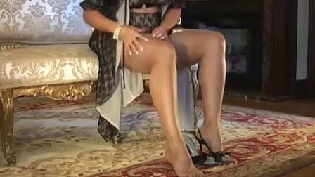 【视频】大胸国外熟女教你如何穿丝袜! -六星网