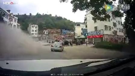 田阳那坡镇桥头发生一起重大交通事故!(附视频)_1