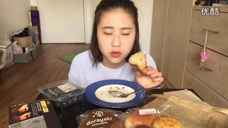 搬运中国吃播时食录之sammy纯甜食篇蛋糕面包加蓝莓