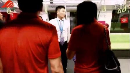 【视界频道】国庆主题的地铁列车亮相