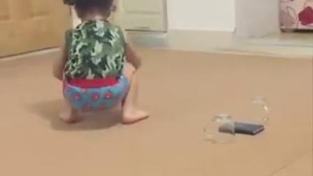 【发现最热视频】后空翻小萝莉徒手爬墙,结尾有香吻福利哦!