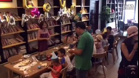 北京美食发现143期,每日烘培咖啡(大望路店)#治愈系的一家店#一进门真的有些惊呆了,原来别有洞天的样子。从装修到布置都很有现代韩式风格