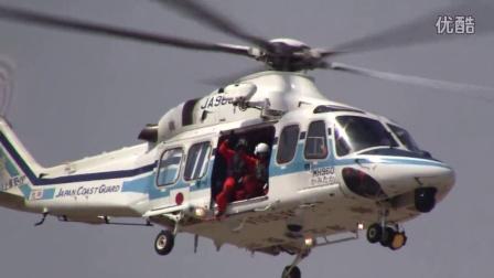 救援直升机空中悬停转体致意