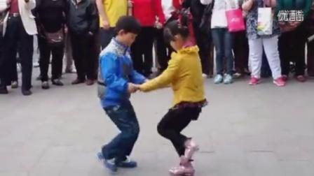 小孩双人舞
