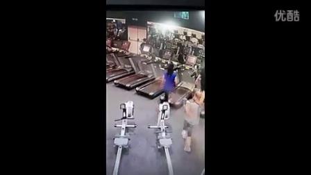 【春色无边搞笑盘点】美女跑步机走光摔跤集锦