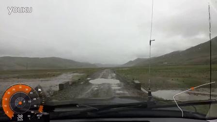 雅鲁藏布江畔的越野路段@萨嘎县-雄如乡