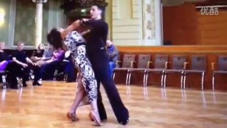 摩登舞中男女士上段空间是怎样产生的?