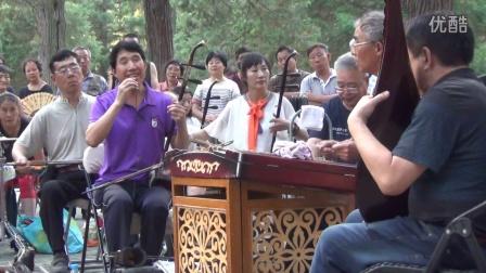 北京天坛琴之声民乐队,贺老师演唱《毛主席的书》