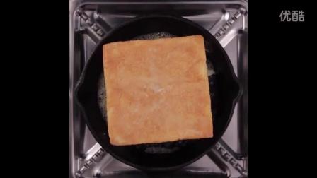 如何让吐司面包片膨胀,快给你的另一半露一手吧。