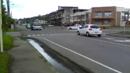 菲律宾司机这样过路口