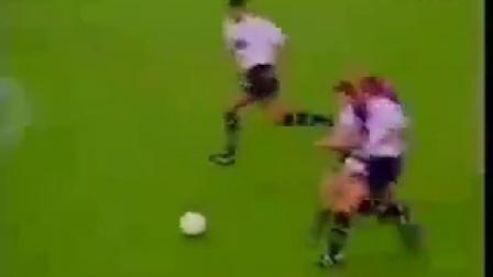 罗纳尔多最变态进球,后卫拉都拉不住,赛后外星人称号享誉全球