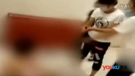 女子商场内遭四女围殴 被扒光衣服拍下视频