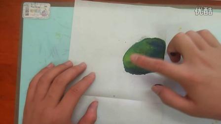 色彩滴染奇妙变化~原色混合成间色人美版三上跟李老师学画画不能用手指直接摸学具袋的彩笔水