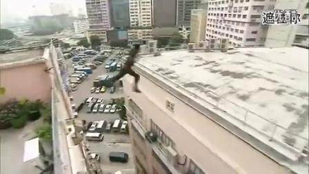 TVB神剧《叛逃》,超夸张跳楼