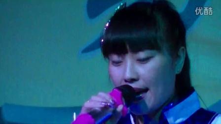 歌曲《蓝蓝的天上白云飘》演唱——草根歌手:九妹