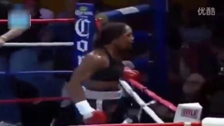 黑女人的这一拳太狠 美女被他打翻白眼!
