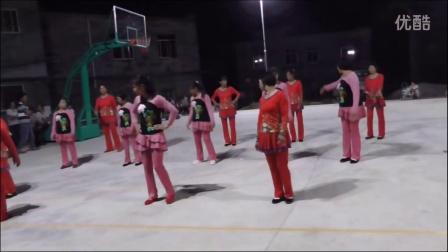 广西贵港市港南区木梓镇六罗村业余舞蹈队庆祝国庆表演