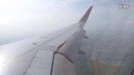飞机降落南宁机场。