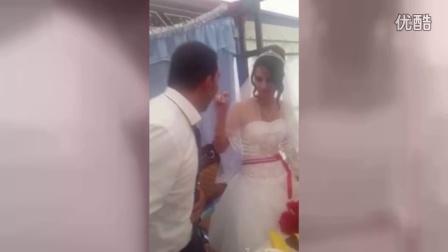 婚礼中,新郎新娘互喂蛋糕,新娘的一个小动作瞬间让新郎翻脸!