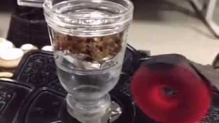 树的烟具,水烟视频玻璃烟碗如何使用才不费烟料,怎么装烟料,烟膏节约烟丝的方法