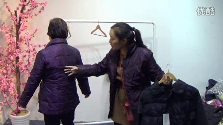 峰歌集团《杭州》品牌服装批发,第676期:25元中老年羽绒服批发