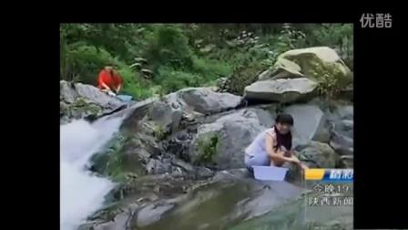 农村妇女河边洗衣服,听她们聊天,羞死了!