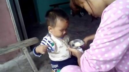 萌宝:宝宝吃饭的样子好恶心,好丑