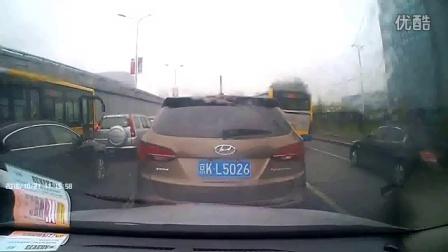 2016-10-21 北四环辅路前车溜车追尾还挺横