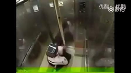 倒霉的劫匪,女人发飙起来,吃不了兜着走。。。