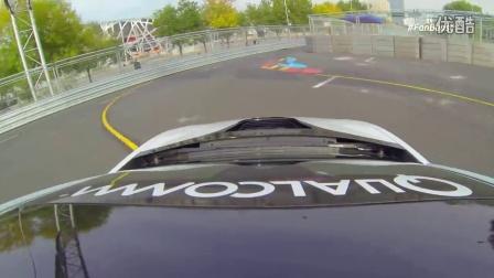 Formula E CEO阿加格驾驶i8安全车疾驰北京站赛道