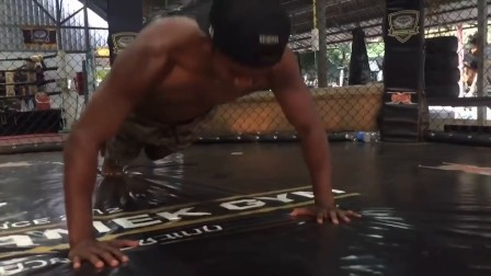【格斗视界】播求- 这个对中国拳手保持全胜的泰国拳王私下是这样训练的 确实是厉害