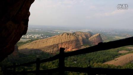 【自拍】站在几百米高空中的山崖阳台上,望下眺望,太壮观了。