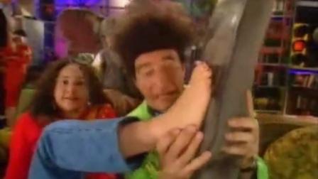 Beekman Tickles Phoebe (English Version)