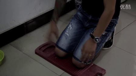 男子因嫌女友在网上消费,被罚跪72小时