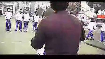 初中体育优质课-八年级初中体育优质课视频展示《鱼跃前滚翻》张年