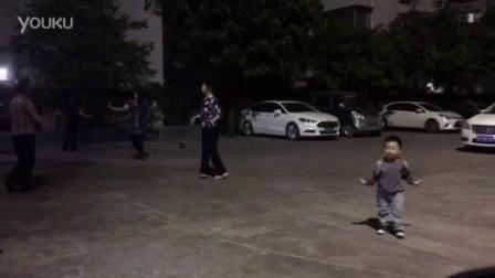 从小爱舞蹈