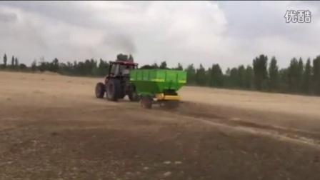圣鸿生物有机肥撒肥机撒肥车田间生产视频