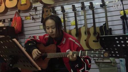 《安静》女生弹唱(琴放吉他班)