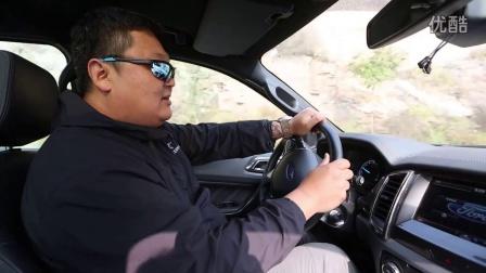 福特撼路者VS丰田普拉多【视频来源于越野e族】