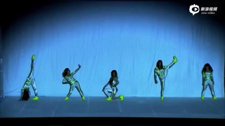 泰国达人秀十位辣妹上演创意投影舞