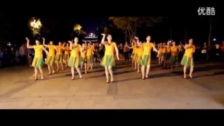 快乐小芳广场舞--性感床上热舞《别把!寂寞当缘分》