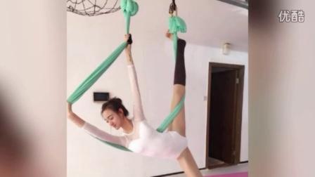 高校校花玩空中瑜伽美胸太抢镜 长腿很迷人