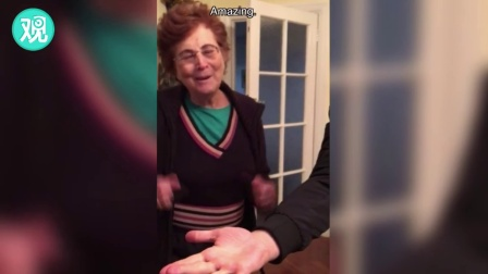 英国小哥经常表演魔术给奶奶看,奶奶反应超萌
