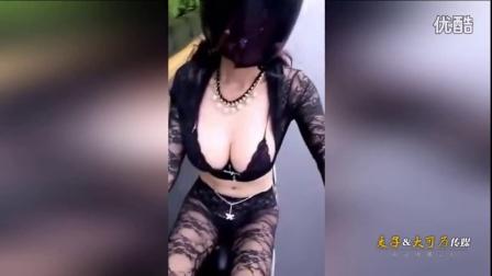 性感蕾丝美女骑摩托车玩自拍 完美胸部网友看傻眼!