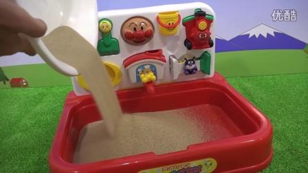 沙坑!戏水!面包超人玩具随处可见沙