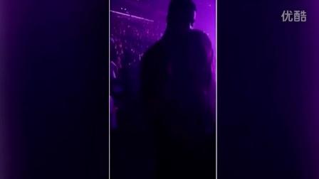好事近 科勒卡戴珊带男友见母亲看演唱会